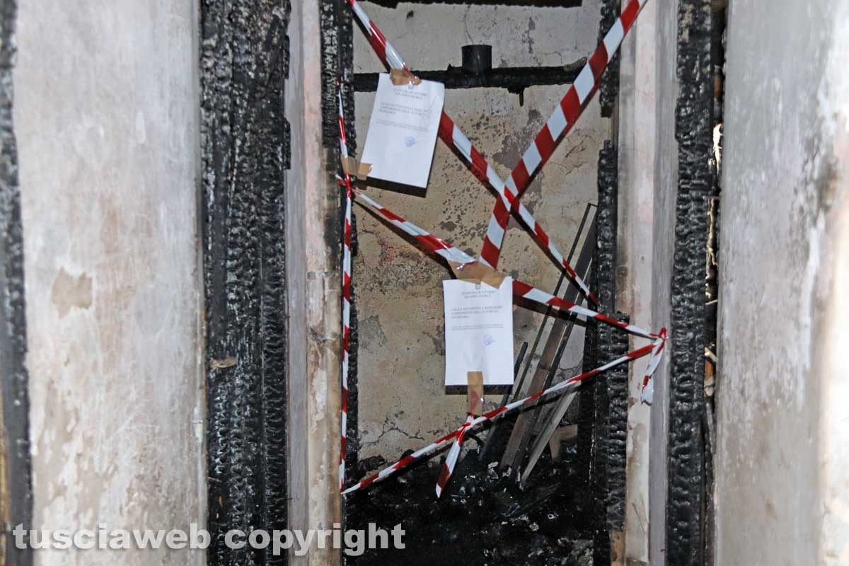 Incendio in una palazzina, muore ventenne