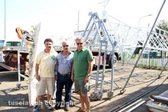 Mirko e Vincenzo Fiorillo con l\'ingegnere Grazzini