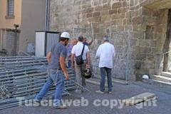 I lavori per la costruzione del ponteggio