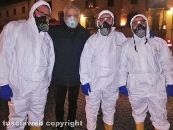 Viterbo - Al via la sanificazione delle strade della città - Il sindaco Giovanni Arena con gli addetti ai lavori