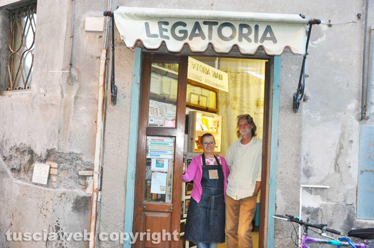 Viterbo - Antica legatoria Viali - Hans Rainer Kolb e Lucia Arena