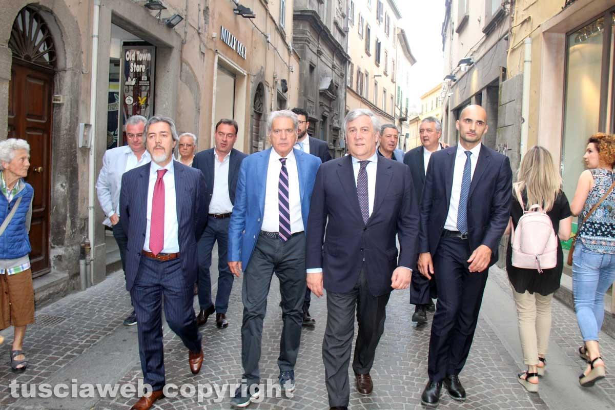 Antonio Tajani a spasso in città