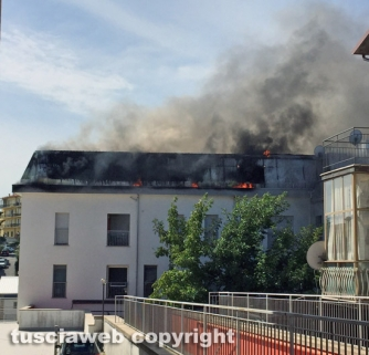 Montefiascone - Appartamenti in fiamme in centro