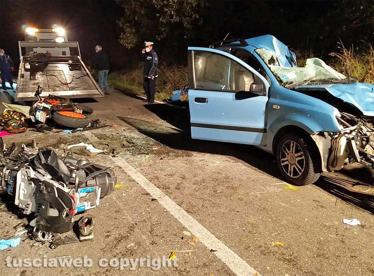 Bagnoregio - Auto si schianta contro due moto