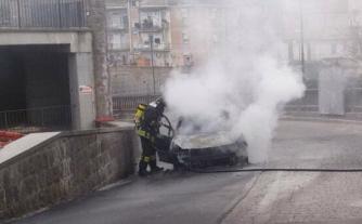 Vigili del fuoco - Auto in fiamme a Vitorchiano