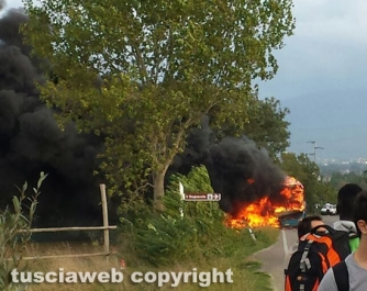 20151006161603Autobus in fiamme sulla Commenda