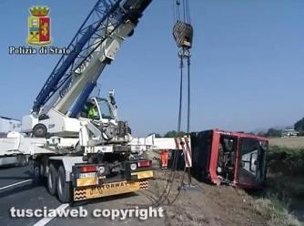 Autostrada del Sole - Autobus sbanda, 15 feriti