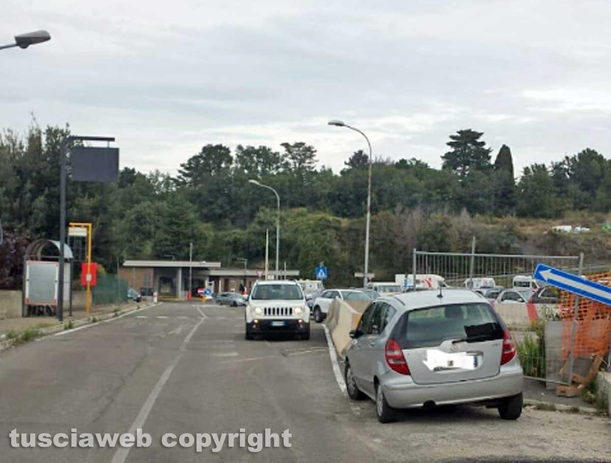 Viterbo - Parcheggio selvaggio a Belcolle