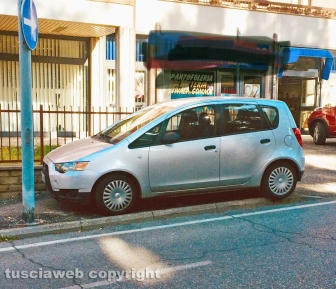 Viterbo - Parcheggio selvaggio in via della Pila