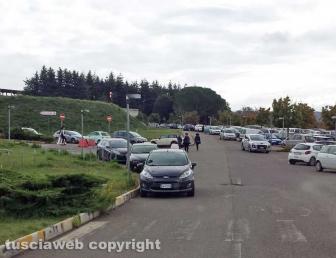 Viterbo - Parcheggio selvaggio all'ingresso del Pronto soccorso