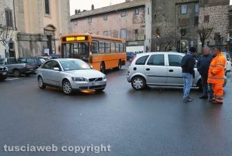 Parcheggio selvaggio a Bagnaia