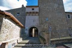 Bassano in Teverina - Arco sotto la torre dell\'orologio