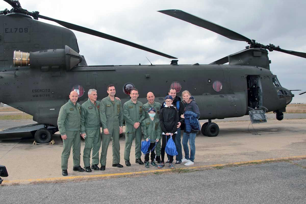 Elicottero Ch : Bimbo malato di leucemia vola con un elicottero dell esercito di