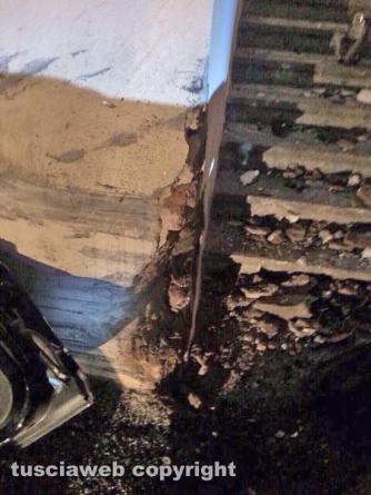 Viterbo - Bmw si schianta contro un muro