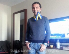 Leonardo Mastronicola con la medaglia della maratona