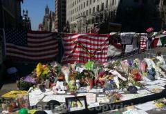 I fiori e i biglietti sul luogo dell\'attentato