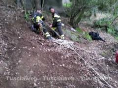 66enne cade in un burrone, le immagini dell'intervento di soccorso