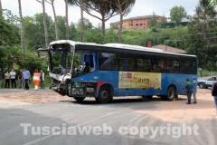 Lo scontro camion-autobus