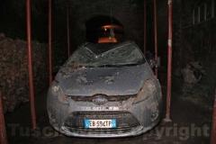 Un auto distrutta