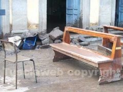 Le sedie e le panche della chiesa di San Michele arcangelo