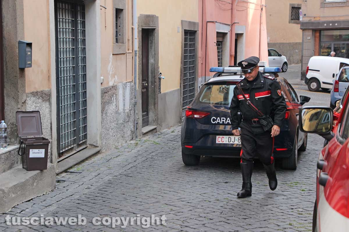 Viterbo - Casa in fiamme in via Lucchi - I carabinieri sul posto