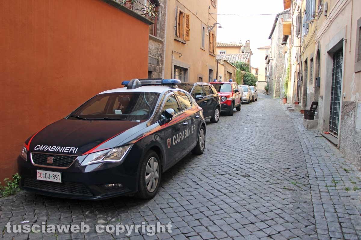 Viterbo - Casa in fiamme in via Lucchi - Carabinieri e vigili del fuoco