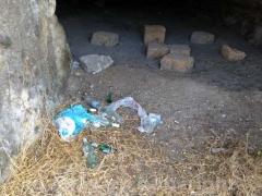 Castel d'Asso, fra rifiuti ed erbacce