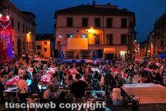 Viterbo - Festival del volontariato- Cena a piazza Fontana grande