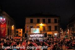 Viterbo - Festival del volontariato - Cena a piazza Fontana grande