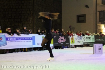 Chiara Censori inaugura la pista di ghiaccio