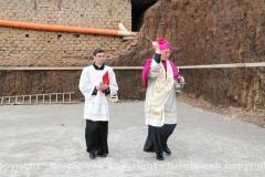 Posa della prima pietra della chiesa di Villanova - La benedizione del perimetro della chiesa