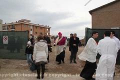 Posa della prima pietra della chiesa di Villanova - Il vescovo lascia il cantiere