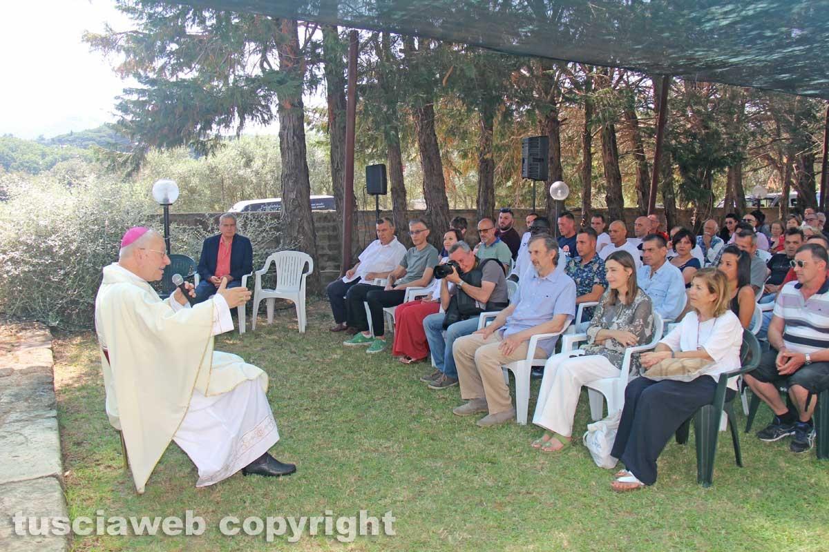 Viterbo - La celebrazione alla comunità della Quercia - Il vescovo Lino Fumagalli