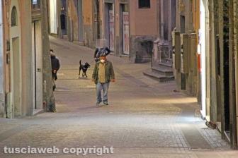 Viterbo - Coronavirus - La gente in strada e nei negozi