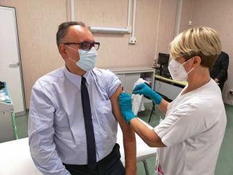 Covid, il Vaccine day nella Tuscia - La dose a Giuseppe Cimarello