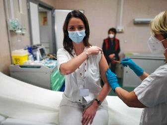 Covid, il Vaccine day nella Tuscia - La dose a Elisa Santori