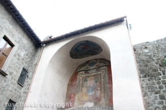 Crolla il tetto della porta del Carmine