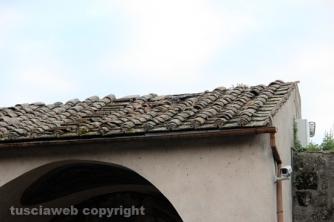 img_7824Crolla il tetto della porta del Carmine