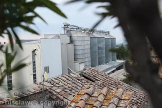 img_7848Crolla il tetto della porta del Carmine