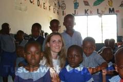 Sheila e i bambini della scuola