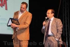 Dal Aurelio Regina consegna una targa a Stefano Petrocchi della fondazione Bellonci allo Strega