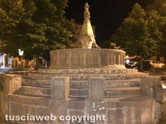 Viterbo - Danneggiata e deturpata la fontana di San Faustino