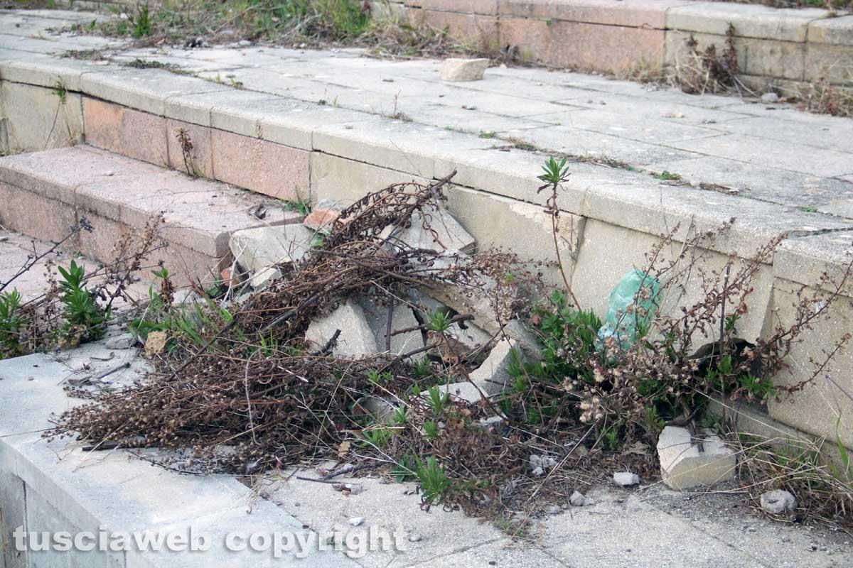 Degrado e sporcizia al Bucone