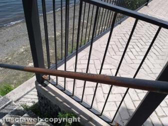 Il parapetto del muraglione sul lungolago di Montefiascone