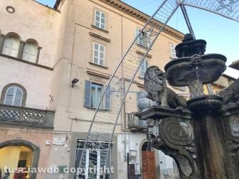 Viterbo - La fontana di piazza delle Erbe deturpata