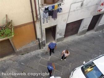 Donna trovata morta in via Orioli