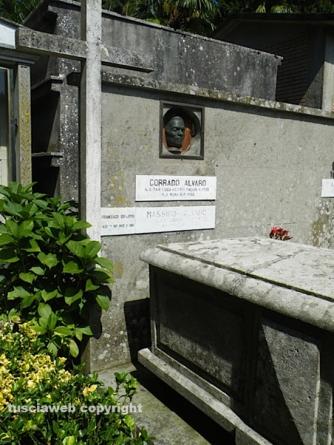 Due lapidi per Corrado Alvaro e Libero Bigiaretti