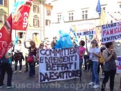 Esattorie, la protesta dei lavoratori a piazza del Comune