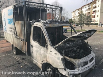 Viterbo - Esplosione a Santa Barbara, gli autocarri incendiati