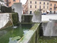 Come tradizione la fontana sporca